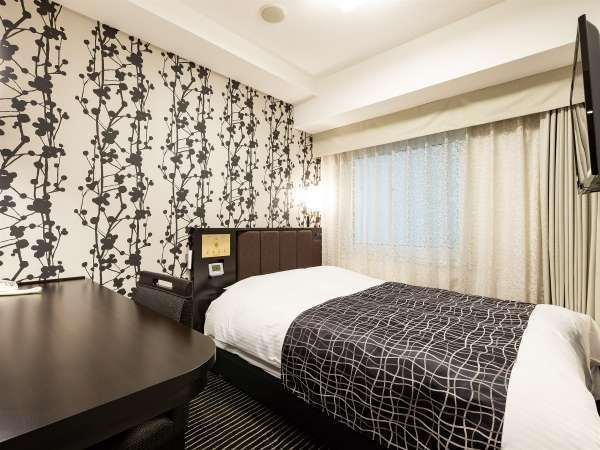 【ダブルルーム12㎡】快眠を追及したアパホテルオリジナルベッドを導入(140cm幅)