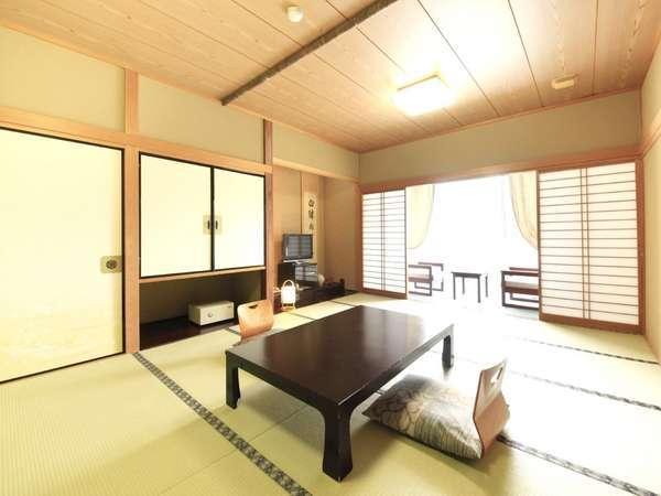 ■新館和室10~12畳■畳のお部屋でのんびりと、足を伸ばしてお寛ぎ下さい♪