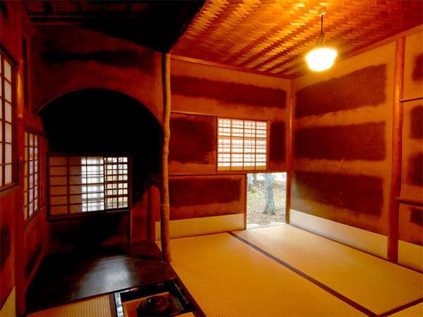 昭和初期に移築した若山牧水ゆかりの本格的な茶室。