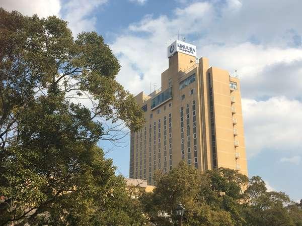 高層階のスカイレストランのある13階まで見上げる建物は、地元でランドマーク的な存在となっております。
