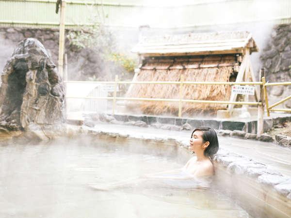 【露天風呂】美肌の湯として知られる、天然の保湿成分・メタケイ酸を含む露天風呂です。