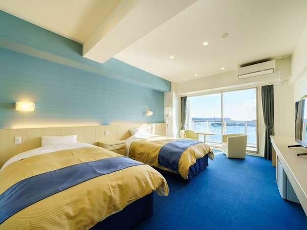 【新館アネックス/洋室】青を基調としたお部屋は海の色と相まって爽やかな空気を運んでくれます