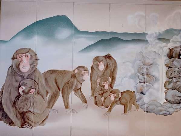 高崎山と別府の湯けむりを連想させる壁画