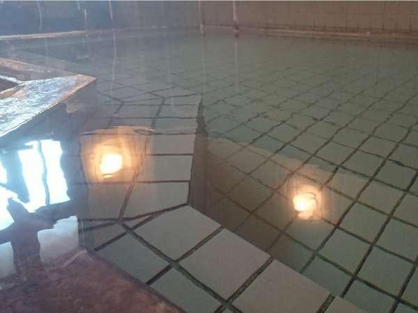 天然温泉は美肌効果。源泉かけ流しで心地良い時間をお過ごしください。