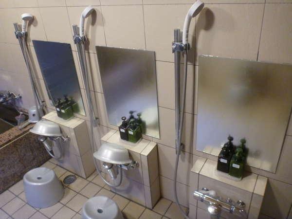 男性専用共同浴場洗い場