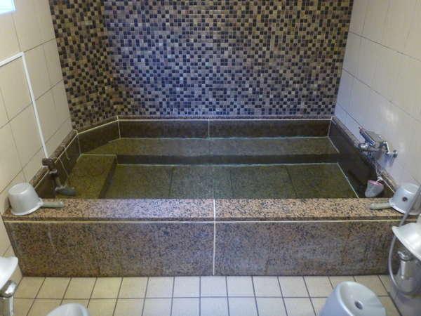男性専用共同浴場浴槽