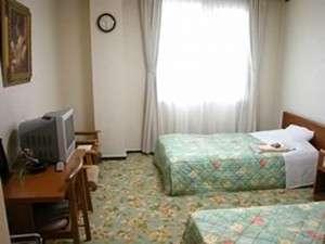 ツインルーム8室をご用意しています(バス・トイレ付)