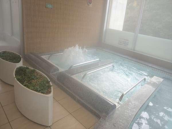 源泉かけ流しのラジウム温泉です。