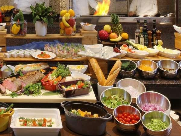 【sakurazaka】全国各地の厳選食材と地元沖縄の旬野菜を取り入れた料理をご用意しております