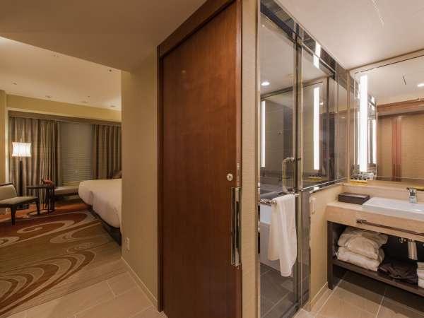【デラックスツイン32㎡】広く造られたバスルームは、お子様連れのお客様にも安心してご利用いただけます。