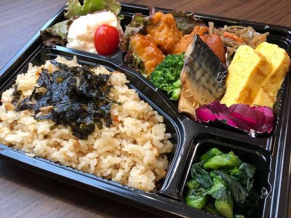 朝食有料化後のご提供は暫くの間お弁当でのご提供と致します。写真は特製穴子飯弁当(一例)です。