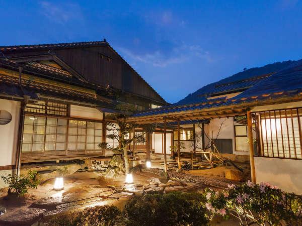 客室は全6棟13室。まちに点在する築100年以上の古民家を可能な限りそのままにリノベートしました。