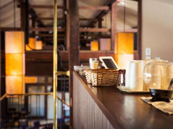 時を忘れてくつろげる、温かい雰囲気の空間でお食事をお楽しみください。
