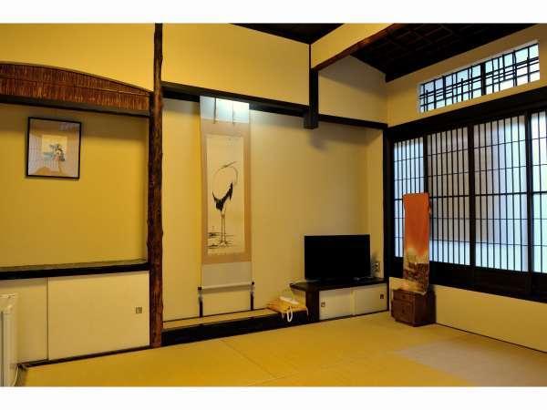 宇治:数寄屋造りの天井など以前は茶室としても使用していました。お庭もお楽しみください。