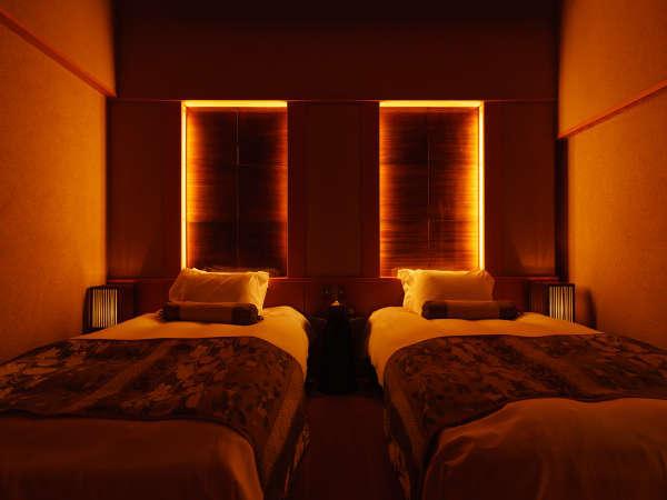 仕切りのある寝室でゆっくりお休み頂けます。