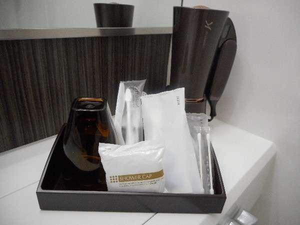 【浴室備品】歯ブラシ、シェーバー、シャワーキャップ、ヘアブラシ、綿棒