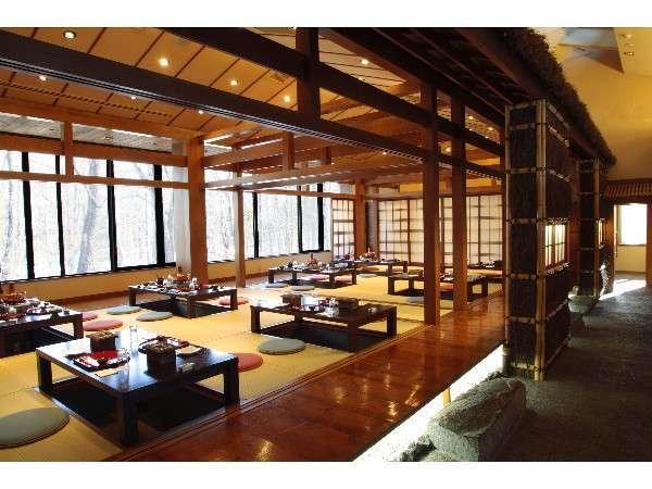 和食処『京かる』:94席の夕食会場。和みのある店内でゆっくりとお楽しみ下さい。