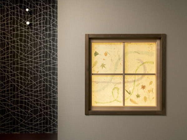 【あかりとり】和室とロフト付き和室の入口にしつらえた松崎和紙で作られたあかりとり