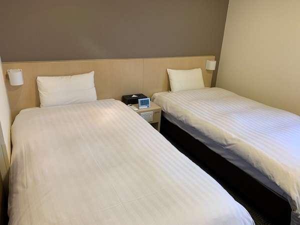 ■ツインルーム【禁煙】(シモンズ社製ベッド:100×195センチのシングルベッド2台)約18平米
