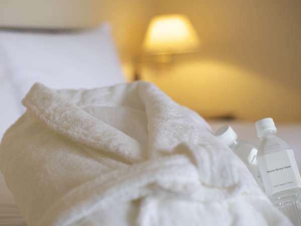 全てのお部屋にバスローブをご用意しております。