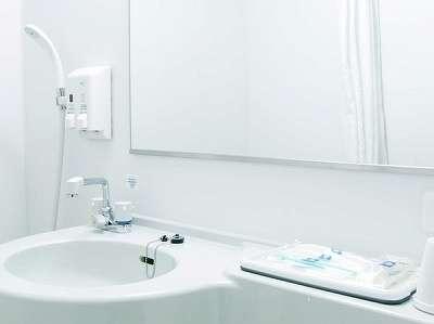 【バスルーム】鏡はバスルームをご利用しても『曇らない(一部)』タイプです♪