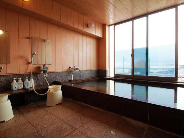 えぼし岩と河原子港を望む展望風呂