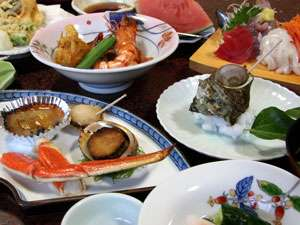 お料理自慢の宿の夕食(一例) 網元なのでお魚が新鮮!