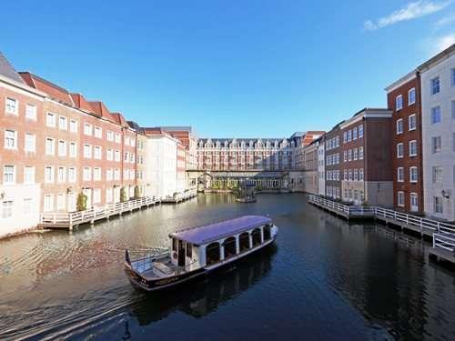 ホテルヨーロッパ専用船で内海からのチェックインは、優雅な旅の始まりを演出します。