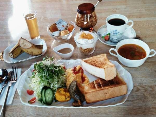 【朝食(1,200円)の一例】和食も可能です。要相談で部屋出しOK!