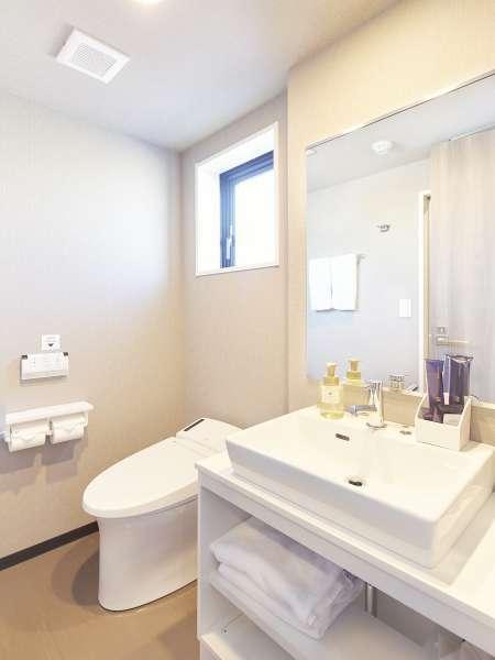 デラックスツインルームのみ、バスルームとトイレが別々となっております
