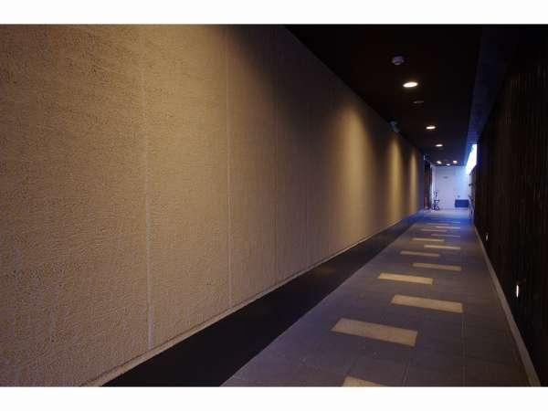 ようこそアーバイン京都 清水五条へ♪フロントは2階でございます。