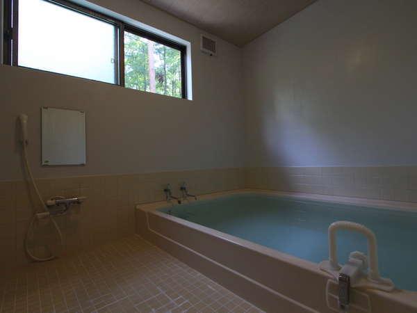 源泉掛け流しの貸切風呂が館内に2カ所あります