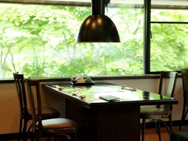 レストランからは森の景観がお楽しみ頂けます。