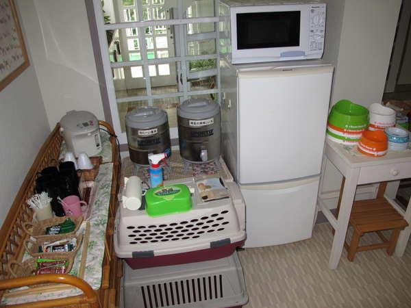 冷蔵庫、レンジ、ポット、ウェットティッシュ、粘着ローラー等
