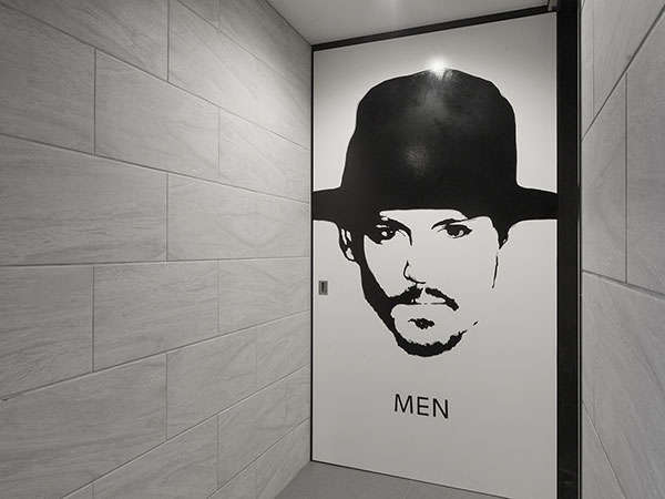 【男女別大浴場】男性浴場入口 アートな空間