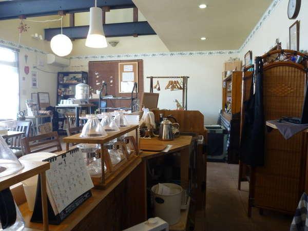隣のカフェチェックインの際はこちらへお越し下さい。
