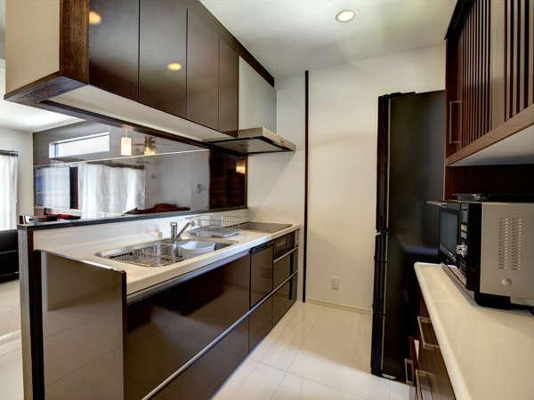 キッチンも完備☆生活に必要な、家電・調理器具・食器を完備し手いるので長期滞在も快適です☆