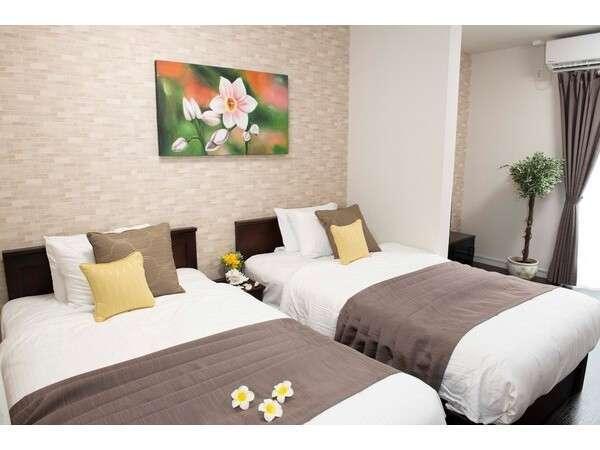 スタジオアパートメント:弊社特注の広々シングルベッド使用でゆっくりお休みください♪