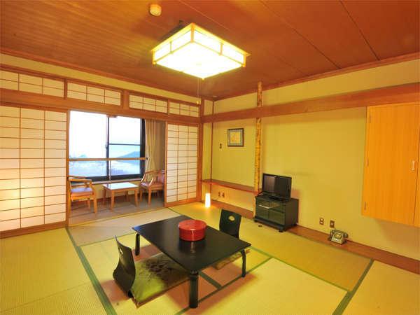 和室(10畳)のお部屋一例。瀬戸内海の潮騒に癒されて♪