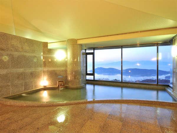 【展望浴場】瀬戸内海を見下ろす大浴場。手足を伸ばして、ゆったりとお寛ぎください。