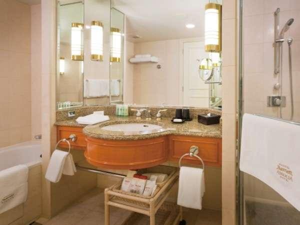 独立したシャワーブースのあるバスルームが、ゆとりと寛ぎの滞在をお約束します