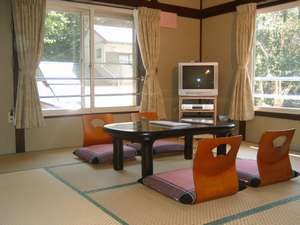 8畳のお部屋、懐かしい心の故郷が香ります。2006年に完全リフォーム!