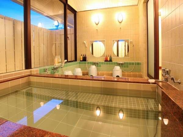 【浴室】館内には男性、女性の浴場を備えております。