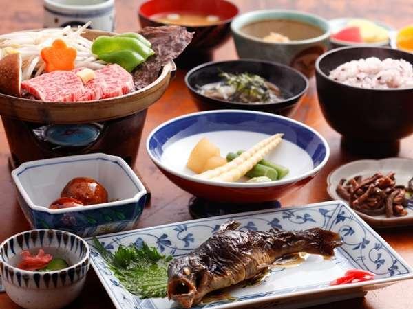 【夕食】飛騨牛陶板焼きや地の食材をお楽しみいただけます(一例)