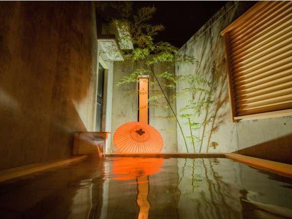 アートランプと星空に癒される露天風呂