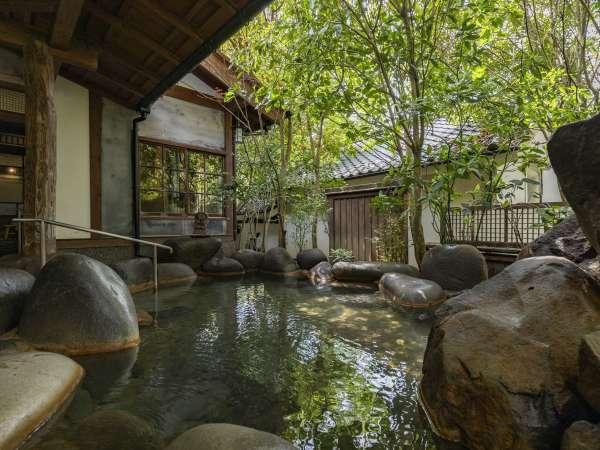 【大浴場:岩魚の湯】内湯と露天風呂のある大浴場。夜と朝で男女入れ替え制でご利用頂けます。