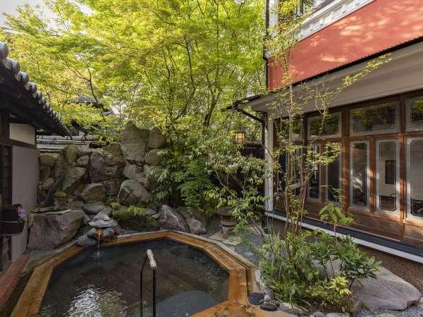 【旅籠 かやうさぎ】源泉掛け流しの内湯・露天風呂付き離れ客室、食事は完全個室会場で