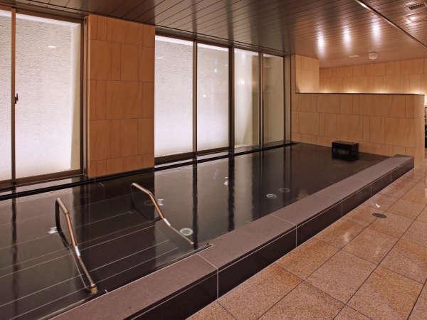 広々とした大浴場で疲れを癒してください。