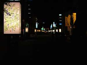 竹屋前から見る灯篭の明かり