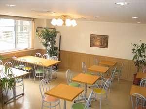 ビジネスホテルの食堂♪28名様程度までのミーティングルームとしてもご利用できます